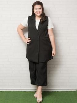 Set 2 ชิ้น เสื้อคลุมแขนกุดสีดำ + กางเกงขาห้าส่วน (ไม่รวมเสื้อสีขาว)