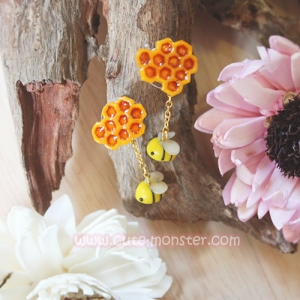 Bee & Honeycomb