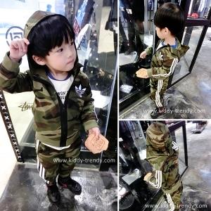 ชุดเซ็ตเด็กชาย เสื้อคลุมแบบสปอร์ท + กางเกงวอร์ม ลายพรางทหารสีเขียว ผ้าคอตตอนยืดเนื้อไม่หนา ใส่คลุมห้องแอร์ได้ไม่ร้อนค่ะ มีไซส์ 3ปี