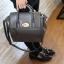 [ ลดราคา พร้อมส่ง Hi-End ] - กระเป๋าแฟชั่น นำเข้าสไตล์เกาหลี สีดำคลาสสิค ดีไซน์แบรนด์ดังแบบยุโรป งานหนังคุณภาพแบบสาน เหมาะสำหรับสาวๆ Working Woman ดูไฮโซสุดๆน่าใช้ thumbnail 6
