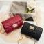 [ พร้อมส่ง ] - กระเป๋าแฟชั่น กระเป๋าคลัทช์&สะพาย สีแดง ไซส์ MINI งานหนังคุณภาพ แต่งอะไหล่สีทองอย่างดี มีสายโซ่สะพายไหล่ thumbnail 3