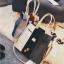[ ลดราคา ] - กระเป๋าแฟชั่น Set 2 ชิ้น ถือ&สะพาย สีทรีโทนขาวเทาดำ ใบกลางๆ ดีไซน์สวยเก๋ ปรับใช้งานได้หลายสไตล์ thumbnail 12