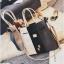 [ ลดราคา ] - กระเป๋าแฟชั่น Set 2 ชิ้น ถือ&สะพาย สีทรีโทนขาวเทาดำ ใบกลางๆ ดีไซน์สวยเก๋ ปรับใช้งานได้หลายสไตล์ thumbnail 15