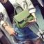 [ Pre-Order ] - กระเป๋าแฟชั่น ถือ/สะพาย สีเขียว ทรงสี่เหลี่ยม ใบเล็กกระทัดรัด ดีไซน์สวยเรียบหรู ดูดี งานหนังคุณภาพ คุ้มค่าการใข้งาน thumbnail 2