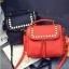 [ ลดราคา ] - กระเป๋าแฟชั่น นำเข้าสไตล์เกาหลี สีแดงโดดเด่น ปักหมุดขอบ ทรง Retro เก๋ๆ ดีไซน์สวยเท่ๆ แบบเก๋มากๆ เหมาะสำหรับสาวๆ ชอบงานดีไซน์ ล้ำๆ thumbnail 6