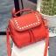 [ ลดราคา ] - กระเป๋าแฟชั่น นำเข้าสไตล์เกาหลี สีแดงโดดเด่น ปักหมุดขอบ ทรง Retro เก๋ๆ ดีไซน์สวยเท่ๆ แบบเก๋มากๆ เหมาะสำหรับสาวๆ ชอบงานดีไซน์ ล้ำๆ thumbnail 15