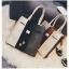 [ ลดราคา ] - กระเป๋าแฟชั่น Set 2 ชิ้น ถือ&สะพาย สีทรีโทนขาวเทาดำ ใบกลางๆ ดีไซน์สวยเก๋ ปรับใช้งานได้หลายสไตล์ thumbnail 16