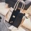 [ ลดราคา ] - กระเป๋าแฟชั่น Set 2 ชิ้น ถือ&สะพาย สีทรีโทนขาวเทาดำ ใบกลางๆ ดีไซน์สวยเก๋ ปรับใช้งานได้หลายสไตล์ thumbnail 21