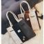 [ ลดราคา ] - กระเป๋าแฟชั่น Set 2 ชิ้น ถือ&สะพาย สีทรีโทนขาวเทาดำ ใบกลางๆ ดีไซน์สวยเก๋ ปรับใช้งานได้หลายสไตล์ thumbnail 17