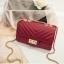 [ พร้อมส่ง ] - กระเป๋าแฟชั่น กระเป๋าคลัทช์&สะพาย สีแดง ไซส์ MINI งานหนังคุณภาพ แต่งอะไหล่สีทองอย่างดี มีสายโซ่สะพายไหล่ thumbnail 1