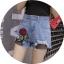 กางเกงยีนส์ขาสั้น ปักดอกกุหลาบ ต่อชายผ้าตาข่าย thumbnail 3