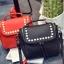 [ ลดราคา ] - กระเป๋าแฟชั่น นำเข้าสไตล์เกาหลี สีแดงโดดเด่น ปักหมุดขอบ ทรง Retro เก๋ๆ ดีไซน์สวยเท่ๆ แบบเก๋มากๆ เหมาะสำหรับสาวๆ ชอบงานดีไซน์ ล้ำๆ thumbnail 5