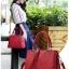 [ พร้อมส่ง ] - กระเป๋าแฟชั่น ถือ/สะพาย สีเทาสุดหรู ทรงตั้งได้ ดีไซน์สวยเรียบหรู ดูดี งานหนังอัดลายคุณภาพ เหมาะทุกโอกาสการใช้งาน thumbnail 2