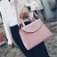 [ ลดราคา ] - กระเป๋าแฟชั่น ถือ&สะพาย สีชมพู ใบกลางๆ ดีไซน์สวยเท่เก๋ๆ งานหนังคุณภาพ เหมาะสำหรับสาวๆ Working Woman เท่ๆสุดๆน่าใช้ thumbnail 6
