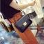 [ Pre-Order ] - กระเป๋าแฟชั่น ถือ/สะพาย สีดำ ทรงสี่เหลี่ยม ใบเล็กกระทัดรัด ดีไซน์สวยเรียบหรู ดูดี งานหนังคุณภาพ คุ้มค่าการใข้งาน thumbnail 1
