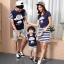 ชุดครอบครัว - เสื้อยืดแขนสั้น ชุดเดรสสีน้ำเงินกระโปรงลาย thumbnail 2