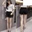 กางเกงยีนส์ขาสั้น สีดำ สีขาว แต่งขาด ติดหมุดเท่ห์ ๆ thumbnail 4