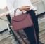 [ ลดราคา ] - กระเป๋าแฟชั่น ถือ&สะพาย สีไวน์แดงเข้ม ใบกลางๆ ดีไซน์สวยเท่เก๋ๆ งานหนังคุณภาพ เหมาะสำหรับสาวๆ Working Woman เท่ๆสุดๆน่าใช้ thumbnail 1