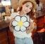 [ Pre-Order ] - กระเป๋าแฟชั่น กระเป๋าสะพาย นำเข้าสไตล์เกาหลี ทรงรูปดอกไม้สีขาว ดีไซน์สวยเก๋น่ารัก โดดเด่นแปลกสวยไม่เหมือนใคร สาวๆชอบงานโดดเด่น ห้ามพลาด thumbnail 2
