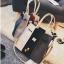 [ ลดราคา ] - กระเป๋าแฟชั่น Set 2 ชิ้น ถือ&สะพาย สีทรีโทนขาวเทาดำ ใบกลางๆ ดีไซน์สวยเก๋ ปรับใช้งานได้หลายสไตล์ thumbnail 14