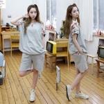 สินค้าพร้อมส่งค่ะ) ชุดแฟชั่น Sport set เกาหลี เสื้อแขนค้างคาว แต่งลูกไม้ช่วงไหล่สวยเก๋+กางเกงขาสามส่วน เนื้อหนา – สีเทา (Size: L)