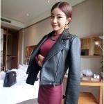 (สินค้าพร้อมส่งค่ะ) ชุดเดรสเกาหลี คอปาด แขนยาว ผ้า Rib stretch cotton เนื้อผ้าดี ทรงเข้ารูปเก๋ – สี red wine