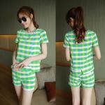 สินค้าพร้อมส่งค่ะ) ชุดเซ็ทแฟชั่นเกาหลี เสื้อคอกลม แขนสั้น+กางเกงขาสั้น กระเป๋าสองข้าง ผ้าพิมพ์ลายช่องสี่เหลี่ยม – สีเขียว