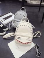 กระเป๋าเป้สีขาว วัสดุหนัง PU อย่างดี ตัวกระเป๋าแต่งด้วยหมุด แฟชั่นเกาหลี