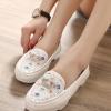 รองเท้าคัทชูผู้หญิงสีขาว ส้นเตี้ย ประดับแผ่นโลหะrhinestones น่ารัก แฟชั่นเกาหลี