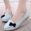 รองเท้าคัทชูส้นเตี้ยสีฟ้า แต่งโบว์สีดำ หนังPU พื้นยาง สไตล์หวาน แฟชั่นเกาหลี
