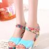 รองเท้าส้นเตารีดสีเขียว รัดส้น กราฟฟิกลายดอกไม้ ส้นลายสาน สายรัดปรับระดับได้ แฟชั่นเกาหลี