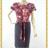 1928ชุดเดรสทำงาน เสื้อผ้าคนอ้วนสีม่วงแดงพิมพ์ลายดอกแทรกลูกไม้ปักบนชุดสลับเกล็ดกระดุมหน้า ผูกโบสวยหวาน