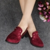 รองเท้าคัตชูผู้หญิงสีแดง หนังกำมะหยี่ ส้นหนา ตกแต่งหมุด แฟชั่นเกาหลี