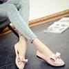 รองเท้าคัทชูส้นเตี้ยสีชมพู หนังPU หัวแหลม ประดับโบว์ โชว์รอยตะเข็บ น่ารัก สไตล์วัยรุ่น แฟชั่นเกาหลี