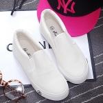 รองเท้าผ้าใบแฟชั่นผู้หญิงสีขาว แบบสวม ใส่ลำลอง พื้นสีขาว ปั๊มตราดาว ทรงทันสมัย เรียบง่าย แฟชั่นเกาหลี
