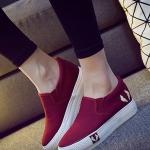 รองเท้าผ้าใบแฟชั่นผู้หญิงสีแดง พื้นสีขาว แบบสวม ใส่ลำลอง พื้นหนา ทรงทันสมัย น่ารัก แฟชั่นเกาหลี