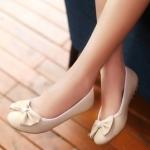 รองเท้าส้นแบนผู้หญิงสีชมพู พื้นยาง หุ้มส้น หัวกลม ประดับโบว์ น่ารัก แฟชั่นเกาหลี