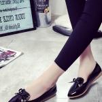 รองเท้าคัทชูส้นแบนสีดำ หัวแหลม ประดับโบว์หวานๆ สไตล์หวาน แฟชั่นเกาหลี