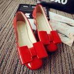 รองเท้าหุ้มส้นผู้หญิงสีแดง หนังแก้ว ประดับโบว์ ส้นหนา แฟชั่นเกาหลี