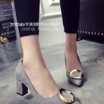 รองเท้าคัทชูผู้หญิงสีเทา ส้นสูง ส้นหนา หัวแหลมแต่งโลหะสีทอง ทรงสุภาพ ดูดี แฟชั่นเกาหลี