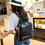 กระเป๋าเป้สีดำ หนังเงา ตัวซิปเป็นรูปหัวใจ บรรจุของได้เยอะ ใส่เที่ยว ทำงาน อยู่ในใบเดียว แฟชั่นเกาหลี