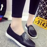 รองเท้าผ้าใบผู้หญิงสีดำ ส้นแบน แบบสวม หนังPU ทรงทันสมัย วัยรุ่นชอบใส่ แฟชั่นเกาหลี