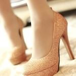 รองเท้าส้นสูงสีทอง หัวกลม หุ้มส้น ประดับกากเพชร หรูหรา เหมาะใส่งานแต่งงาน ส้นสูง7.5cm พืนหนา3cm แฟชั่นเกาหลี