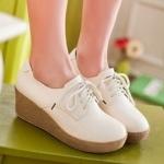 รองเท้าผ้าใบส้นเตารีดสีครีม ทูโทน หัวกลม แบบเชือกผูก ส้นสูง7cm คลาสสิค แฟชั่นเกาหลี