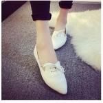 รองเท้าส้นเตี้ยผู้หญิงสีขาว หัวแหลม แบบเชือก ใส่แล้วเท้าเรียว แฟชั่นเกาหลี