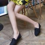 รองเท้าคัทชูส้นแบนสีดำ หนังนิ่ม แบบเชือกผูก ส้นประดับหมุด สไตล์หวาน แฟชั่นเกาหลี