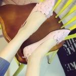 รองเท้าส้นแบนแฟชั่นสีชมพู หัวแหลมแต่งดอกไม้ วัสดุพียูคุณภาพ ดูดี สวมใส่สบายเท้า แฟชั่นเกาหลี