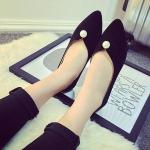 รองเท้าส้นแบนผู้หญิงสีดำ หัวแหลม ทำจากหนัง ประดับมุก ส้นสูง1ซม. แฟชั่นเกาหลี