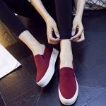 รองเท้าผ้าใบแฟชั่นผู้หญิงสีแดง ส้นตึก พื้นสีขาว หัวกลม โชว์รอยตะเข็บเก่ไก๋ แบบสวม ทรงทันสมัย แฟชั่นอังกฤษ