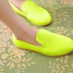 รองเท้าหนังหุ้มส้นผู้หญิง สีเขียวเรืองแสง แบบสวม พื้นเรียบ แฟชั่นเกาหลี